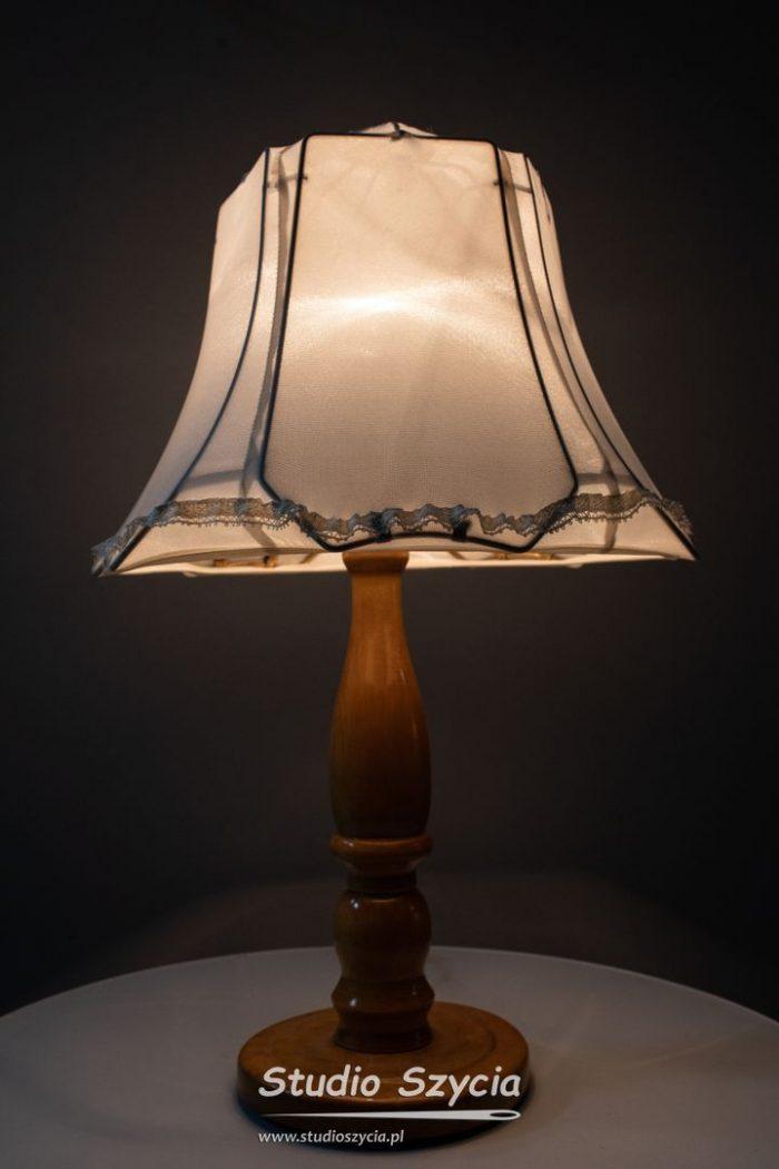 Abażur bo lampki nocnej.