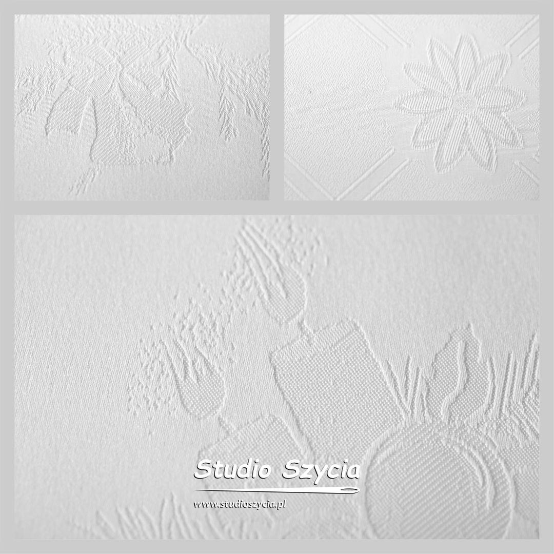 Biały materiał na obrus świąteczny z wzorem Bożenarodzeniowym.