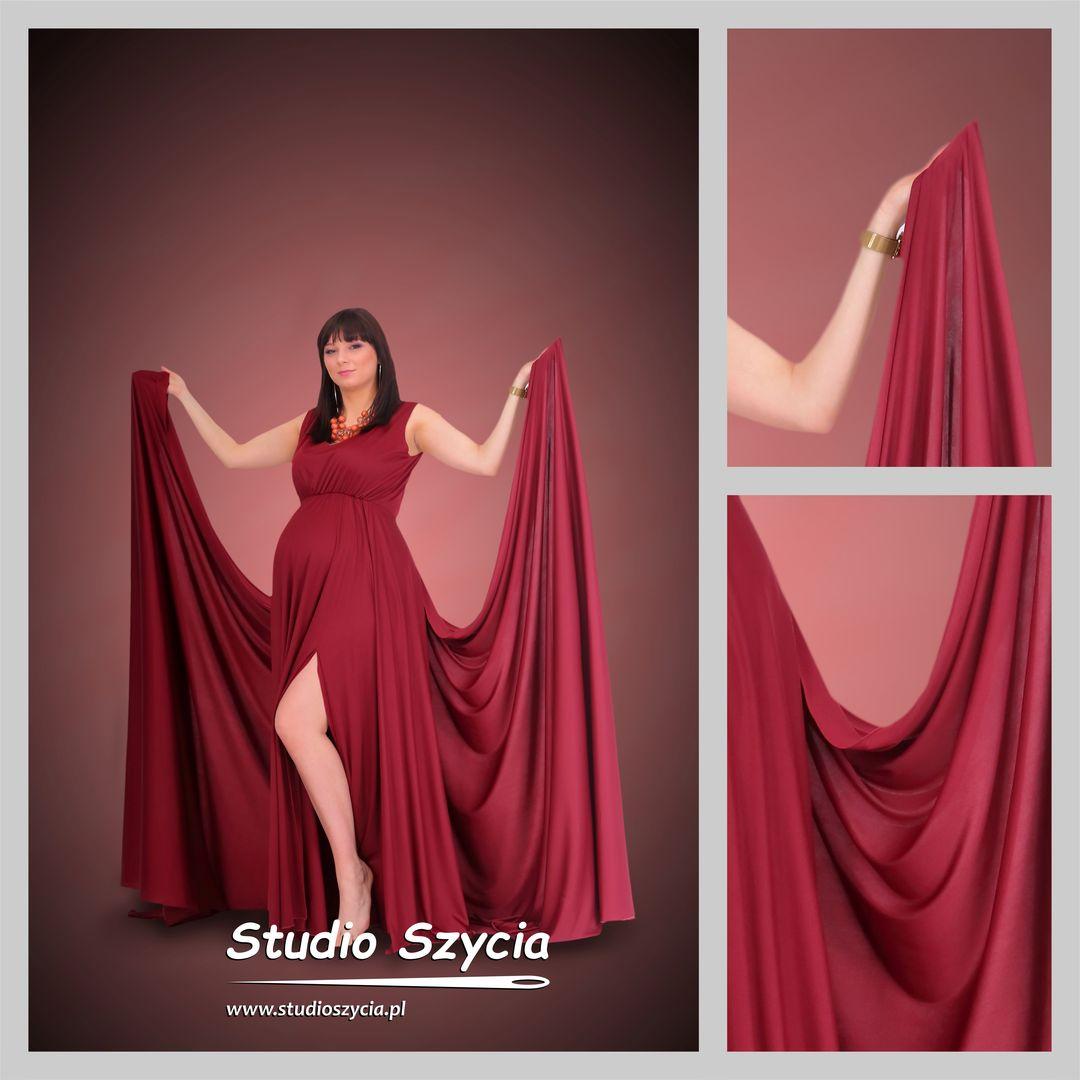 Stylizacja w postaci sukni ciążowej z wielkimi skrzydłami.