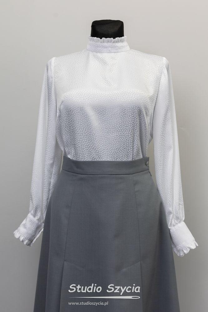 Biała bluzka iszara spódnica.