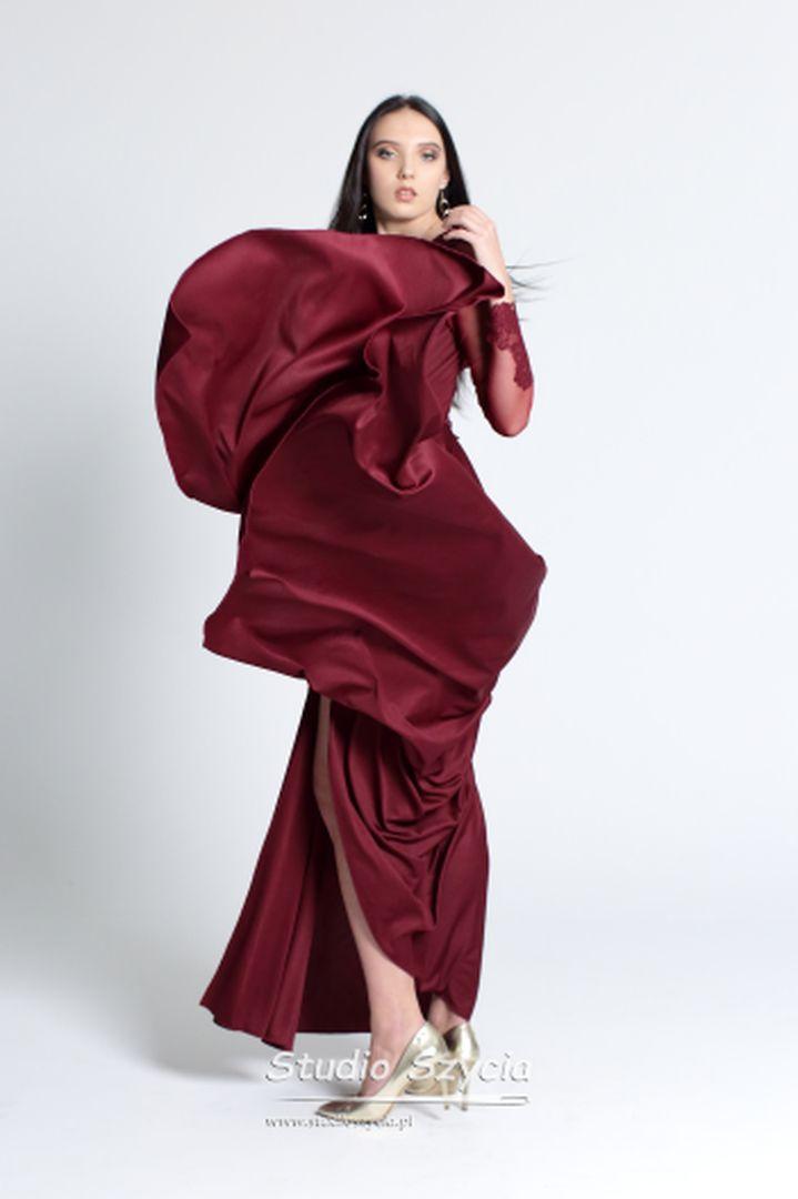 Zwiewna suknia nabla studniówkowy.
