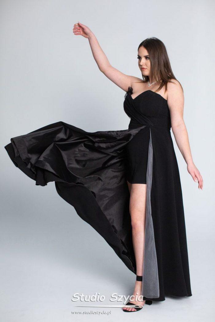 Czarna długa suknia nabal studniówkowy